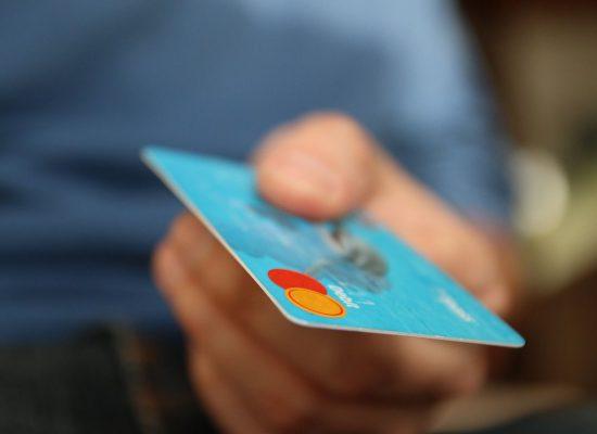 karta debetowa a karta kredytowa - różnice